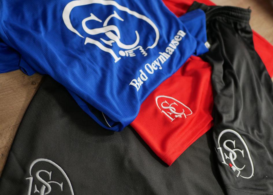 Neue Sportbekleidung für die Badmintonabteilung des 1. SC Bad Oeynhausen mit Stick und Flock